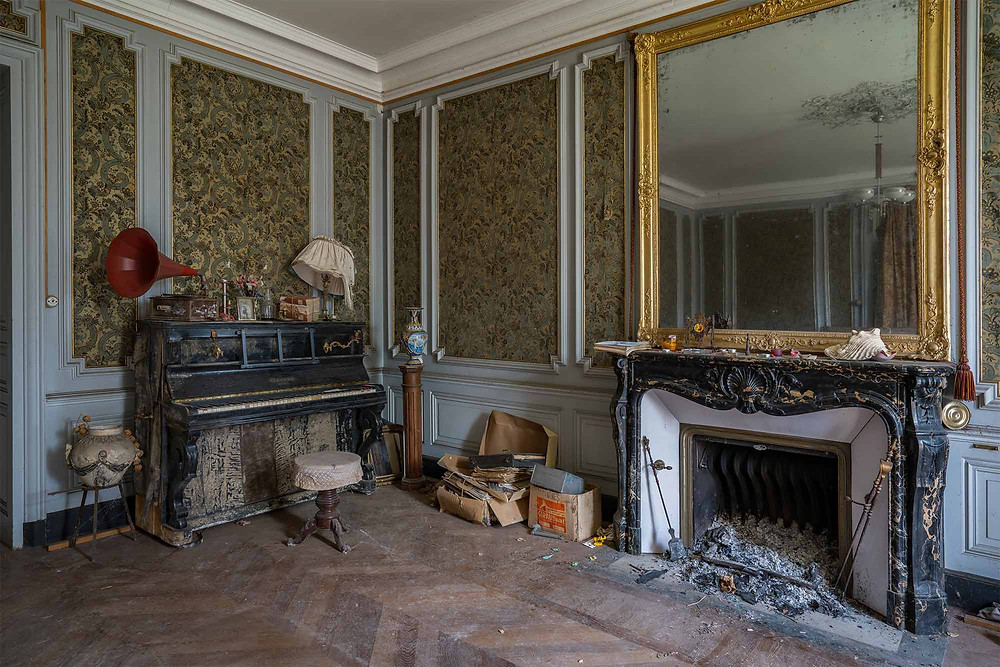 Piano at abandoned Chateau Dramophone