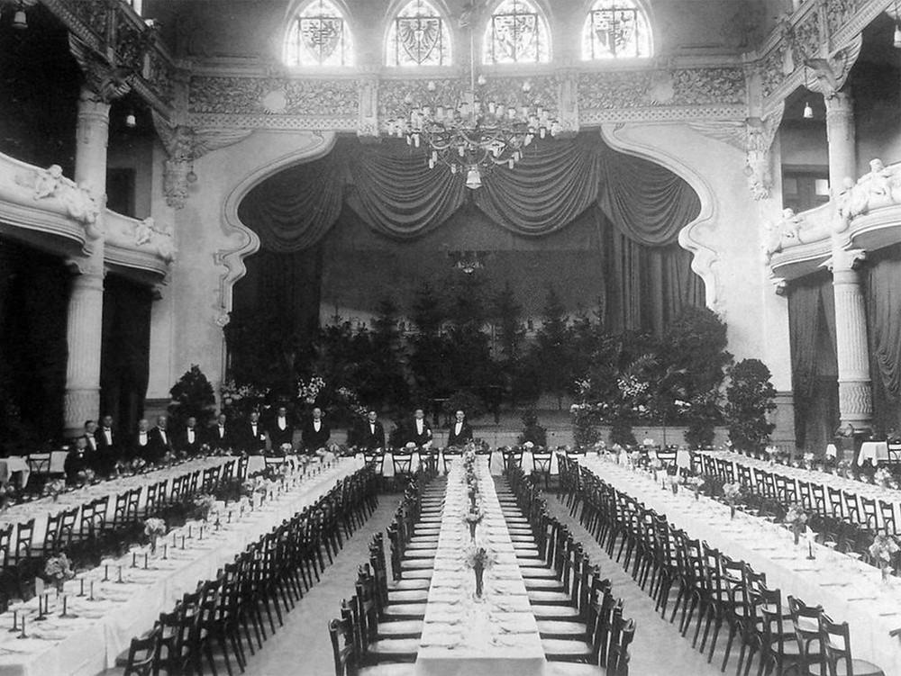 Hotel Fürstenhof ballroom before the fire