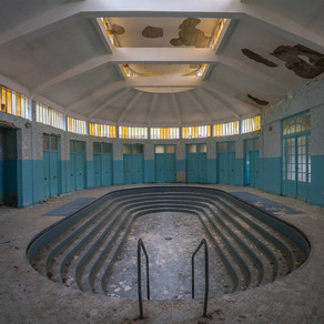 Les Thermes Bleus: Abandoned spa in France