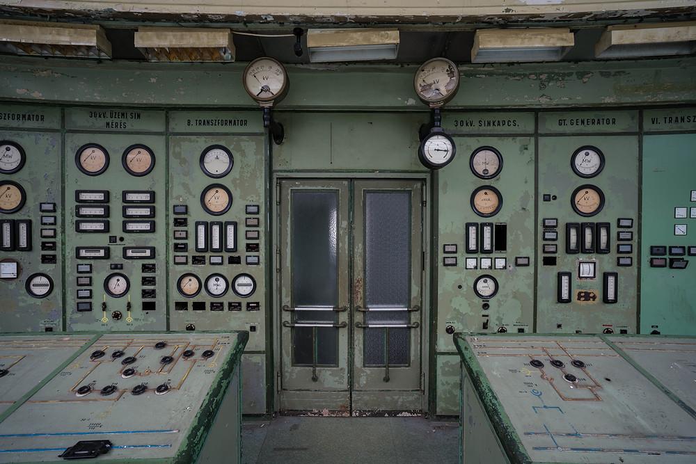 Forladte kontrolrum med detaljer af panelet