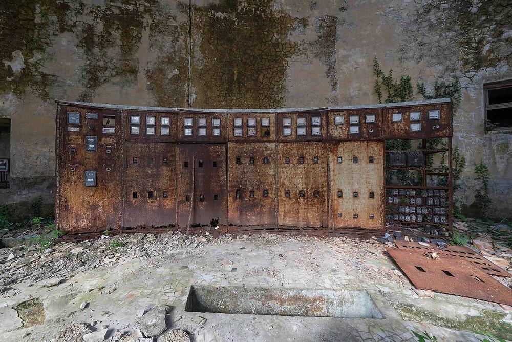 kontrolpanel i det forladte kraftværk