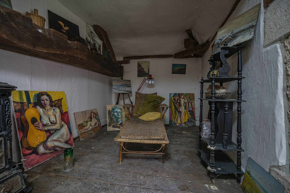 Art collectors room in abandoned mansion in France