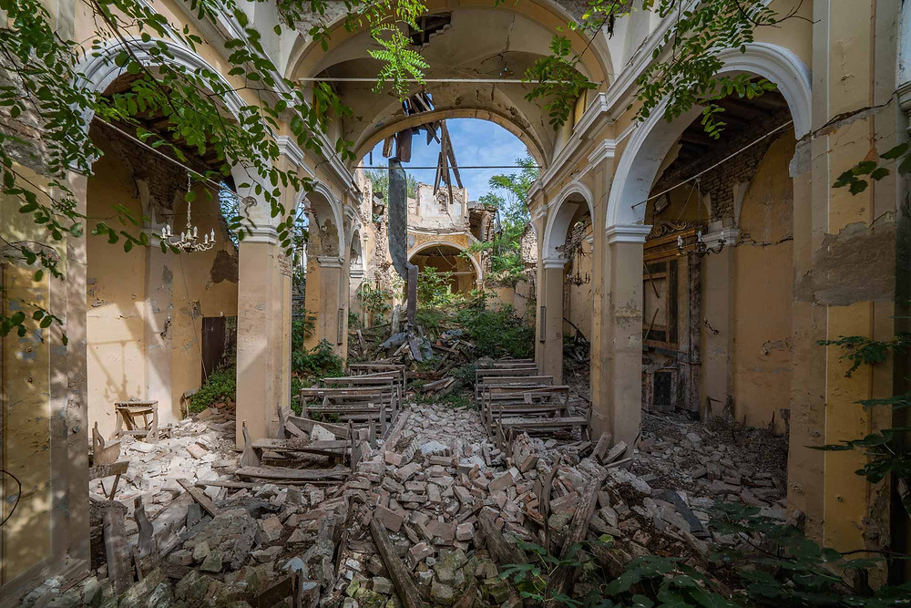 Beautiful decay in this abandoned church in Italy