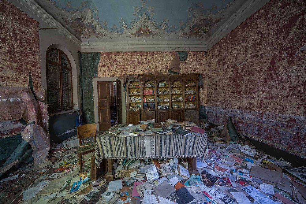 Library in abandoned Villa Pavone