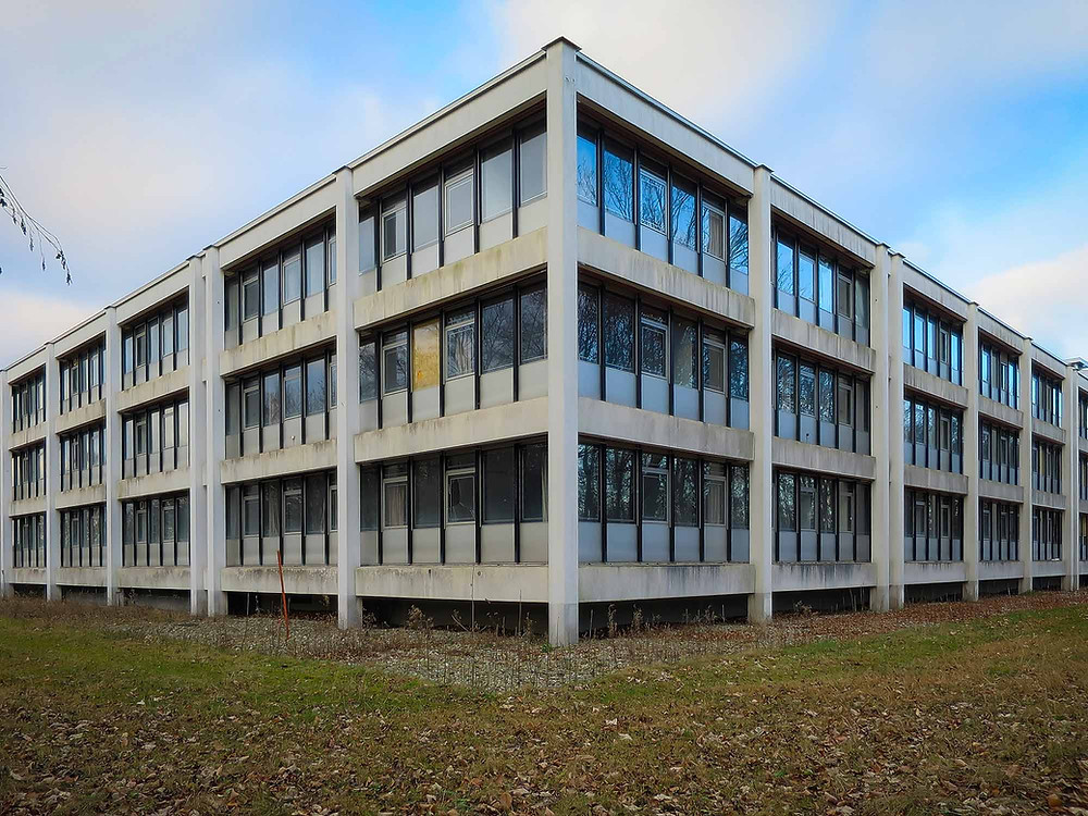 Forladt forsvarskommando - bygning set udefra