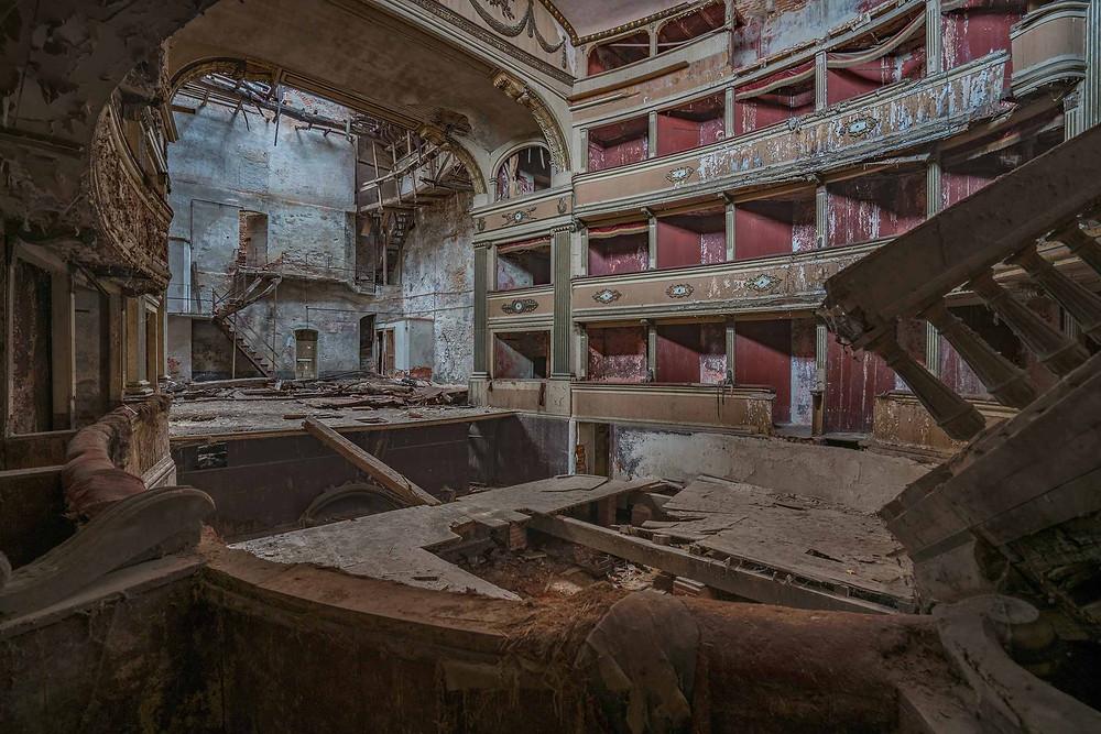 Ikke meget kan reddes på det forladte teater