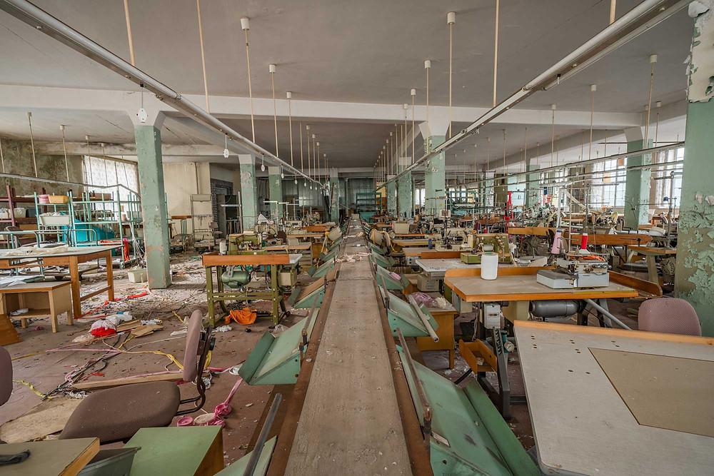 Produktionsgang på forladt tøj fabrik