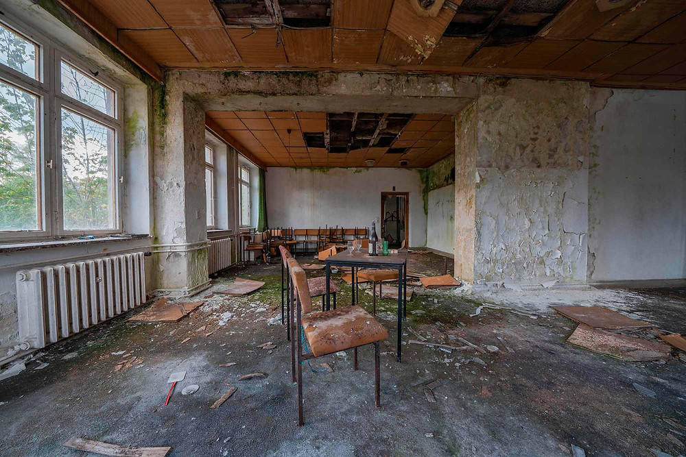 Restaurant området i forladt forsamlingshus