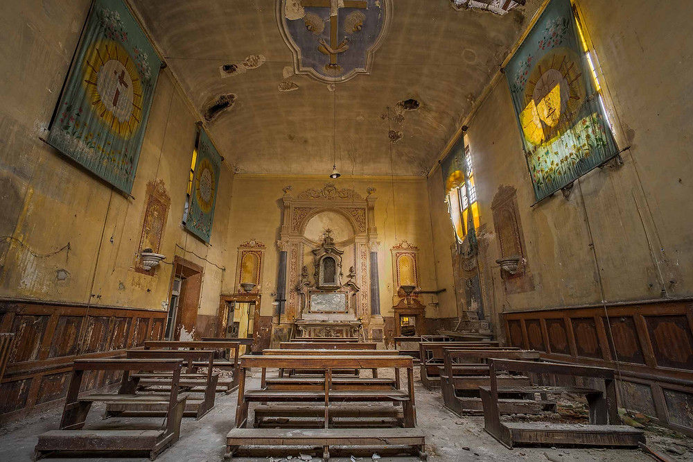 Cracks in ceilings and walls at abandoned church Sisters of Decay