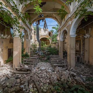 Jordskælvsramt kirke: Earthquake Church