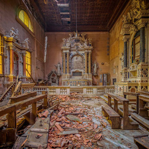 Sisters of decay: Abandoned monastery in Italy