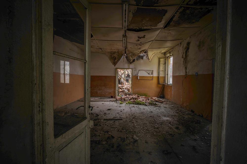 Naturligt forfald i forladt kloster