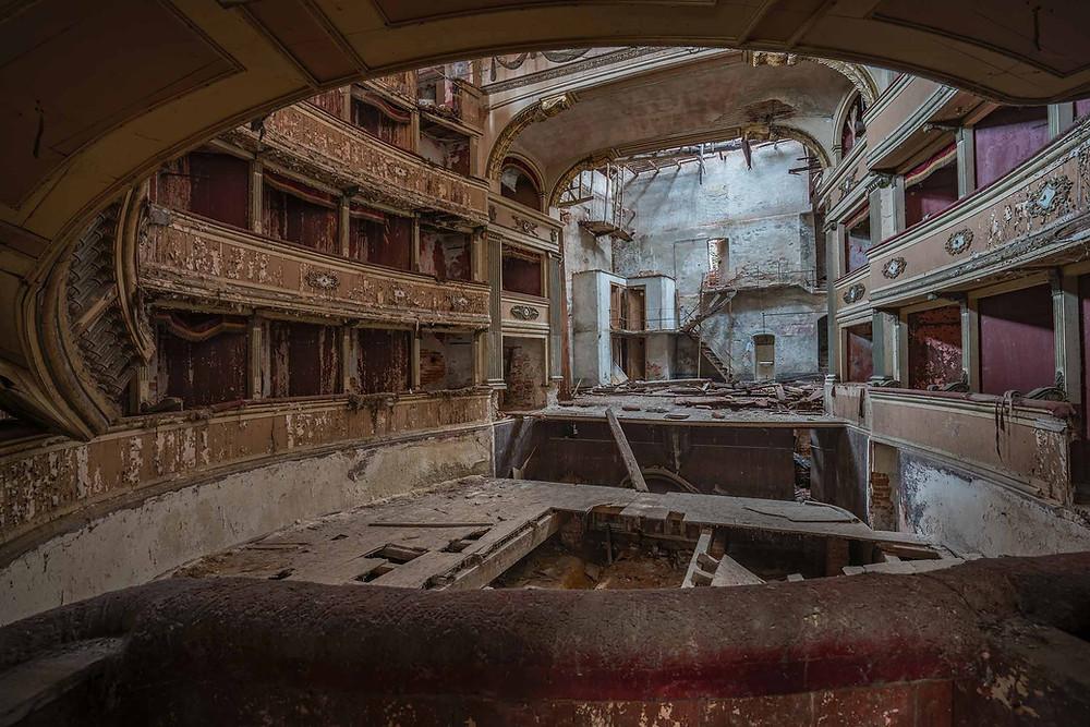 Smukke detaljer i det forladte teater