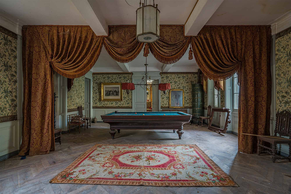 Pool table at abandoned Chateau Dramophone