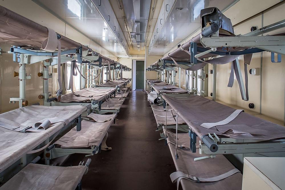Sengeafdeling i hospitals tog