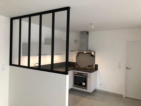 Cuisine d'appartement avec verrière