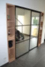 placards d'entrée avec colonne d'étagère