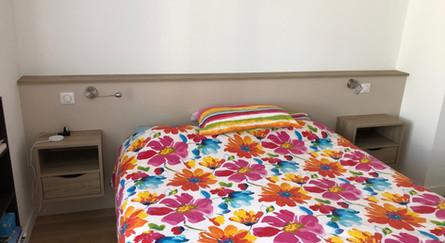 tete de lit avec chevets intégrés