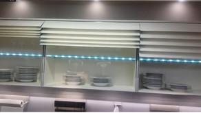 Cuisine ergonomique : ouverture facilitée des placards | vidéo