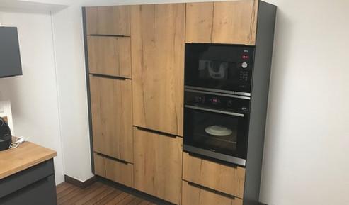 Meuble colonne pour disposer de placards de rangement + fours +  frigo.
