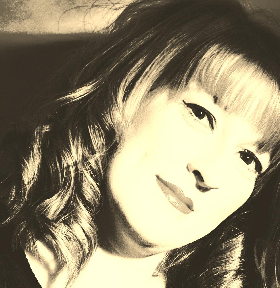 Charlotte Fox Solo Artist