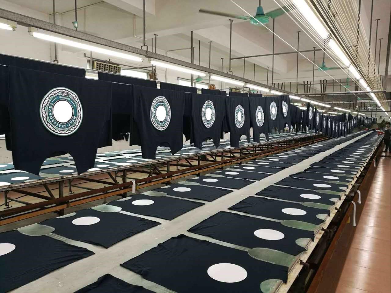 生産中のプリント加工パーツ
