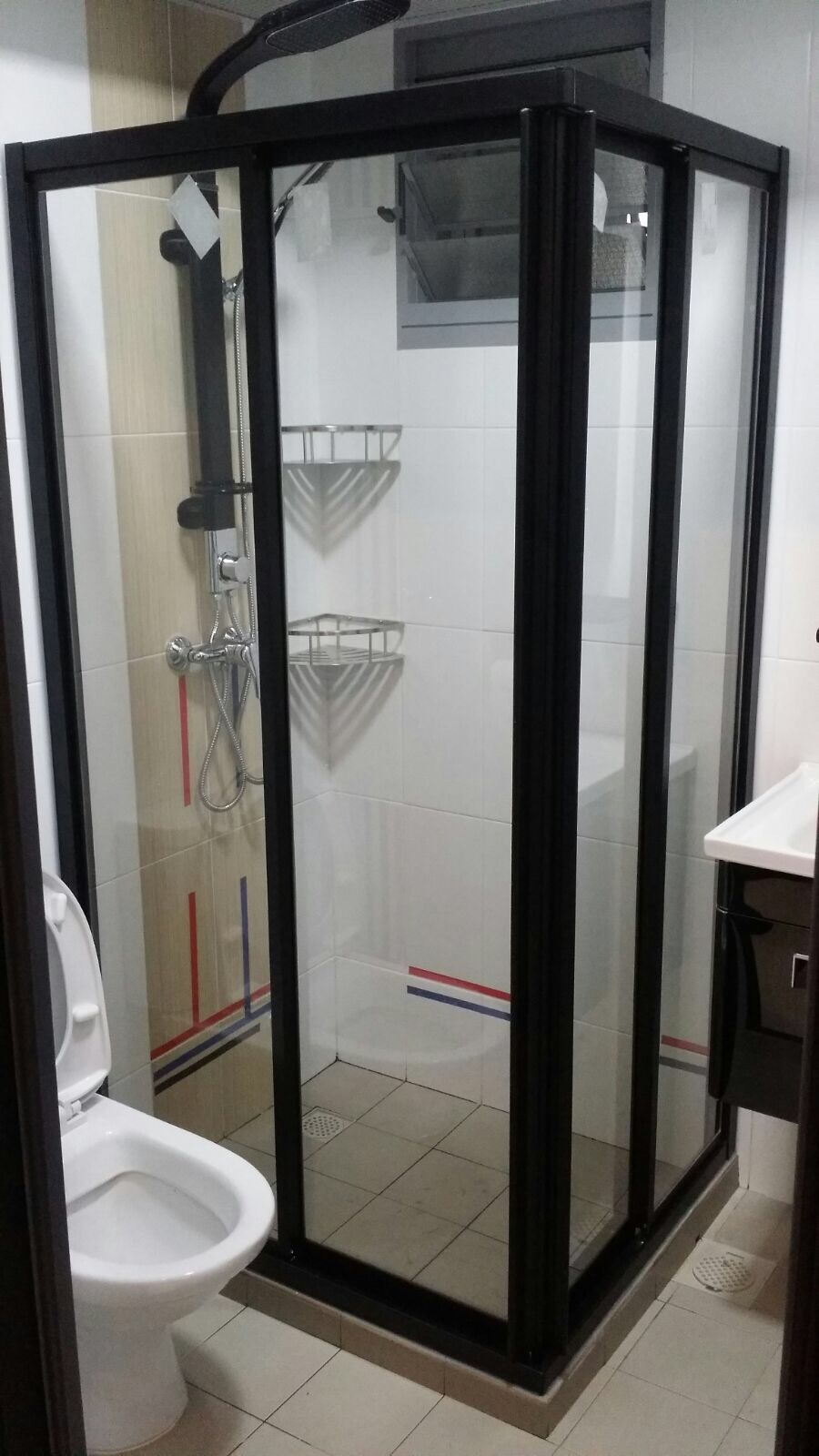 L-Shaped Shower Screen