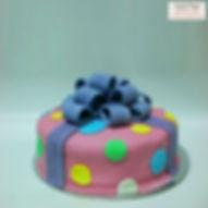 עוגות-מתנה-בצק-סוכר.jpg