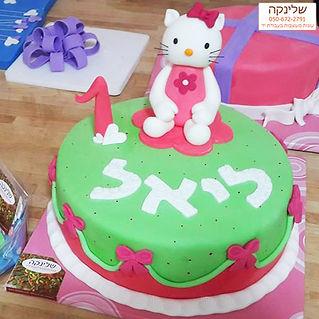hello-kitty-cakes.jpg