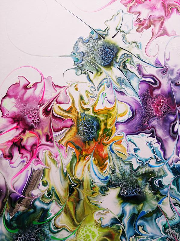 monique_oliver_paint_pouring_artist_unti.jpg
