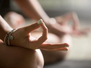 Ioga faz bem para o corpo e reduz sintomas da depressão