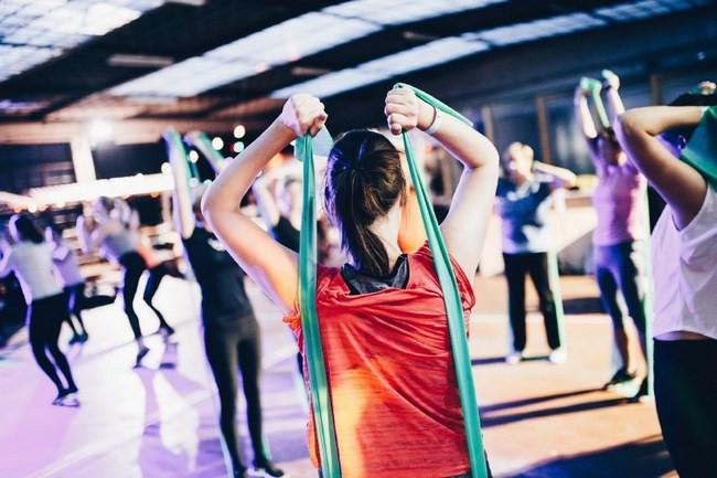 FITCITY Fitnes center Gym Ljubljana vodene vadbe | WAKE UP