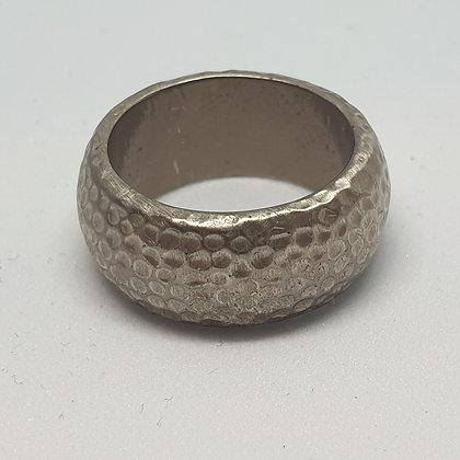 טבעת מרוקעת עם ציפוי רודיום