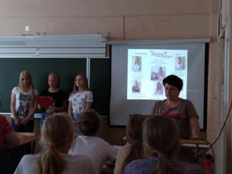 Чудесная мастерская проводит мастер-класс для воспитанников пришкольного лагеря