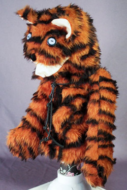 TIGER CAT -  Arm style