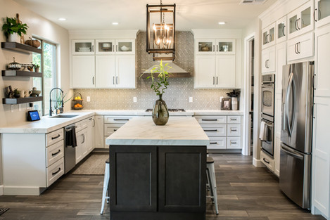 Kitchen in Shaker white with Slate Island