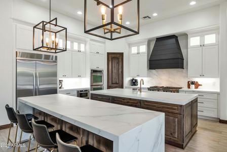 mike pearl kitchen.JPG