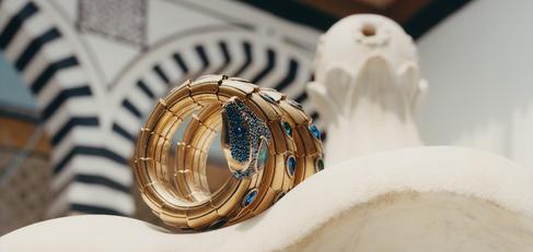 Gucci golden bracelet - photographic still