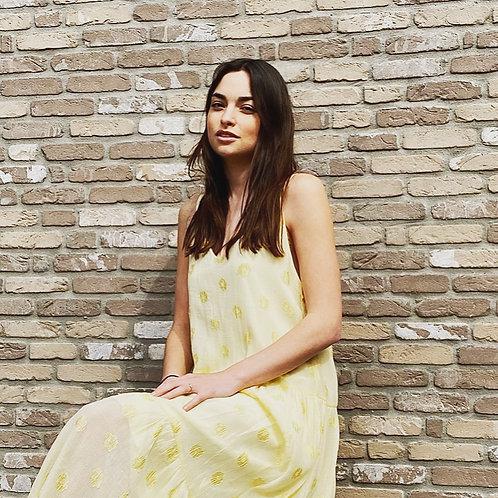 Kleed Nona licht geel met tonale bloem