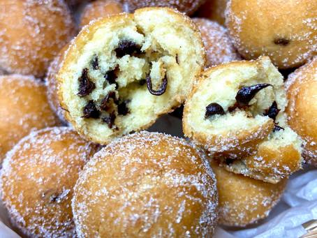 Castagnole di carnevale con gocce di cioccolato