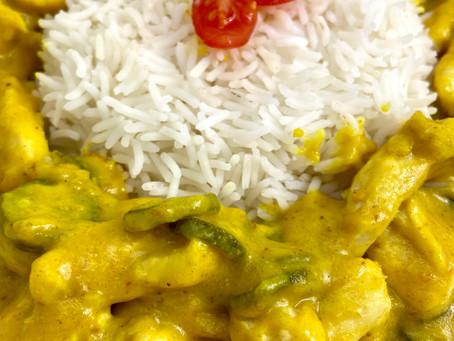 Pollo al curry cremoso