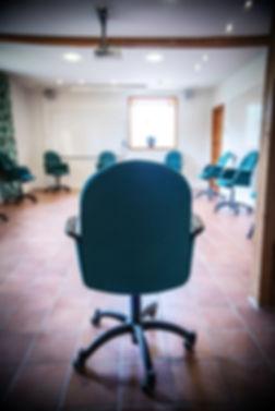 Trygg konferenssittning i tider av Corona i konferensen Arthur i Milgården Stallet. Ring utan bord sittning.