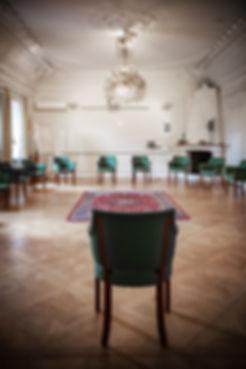 Trygg konferenssittning i tider av Corona i stora konferensen i Milgården Borgen. Ö-sittning.