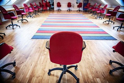 Trygg konferenssittning i tider av Corona i stora konferensen Avalon i Milgården Magasinet. Ring utan bord sittning.