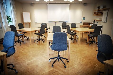Trygg konferenssittning i tider av Corona i stora konferensen i Milgården Villan. Öar. Sittning.