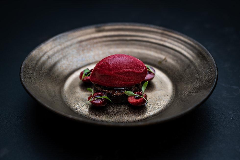 Körsbärsdessert av restaurang Carbon