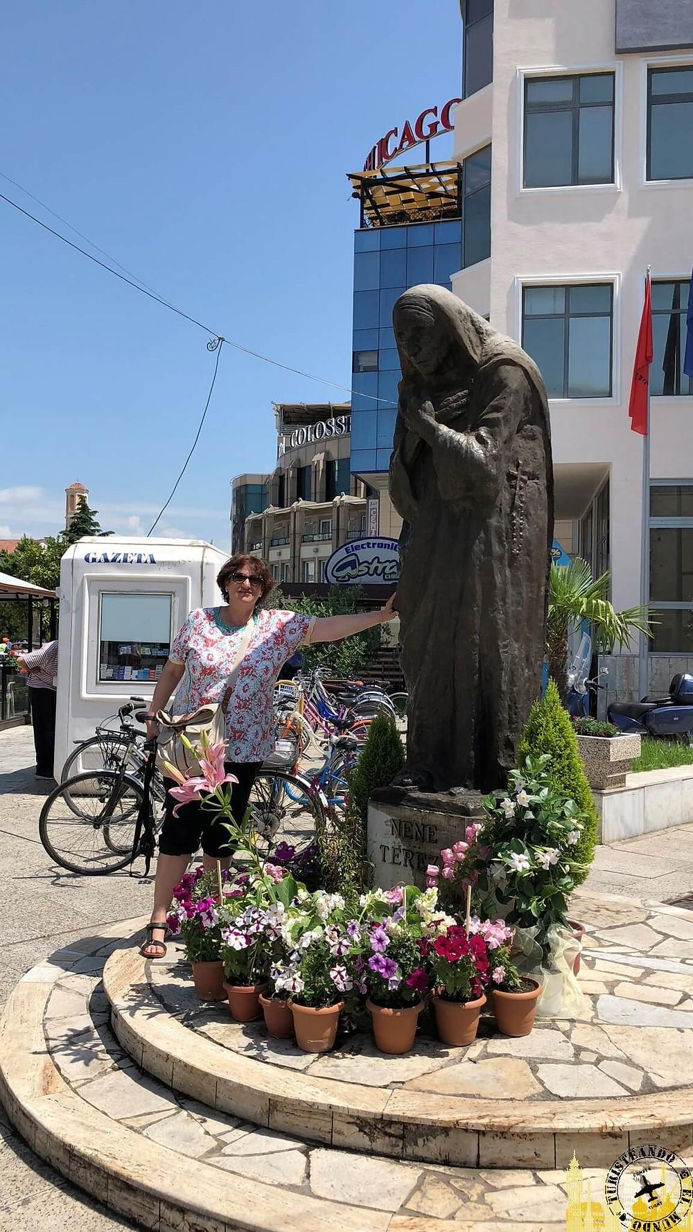 Estatua Madre Teresa. Shkoder (Albania)