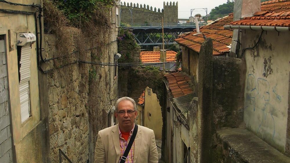 Oporto (Portugal). Al fondo, murallas fernandinas