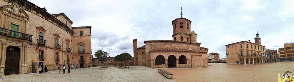 Plaza Mayor de Almazán (Soria). Castilla-León