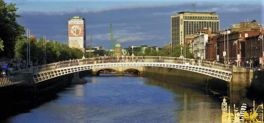 Río Liffey y Puente Ha´Penny. Dublín (Irlanda)